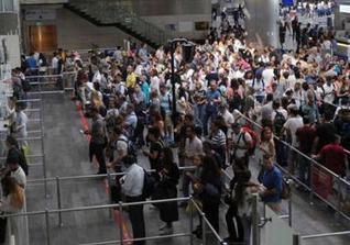 Atatürk Havalimanı'nda bayram hareketliliği