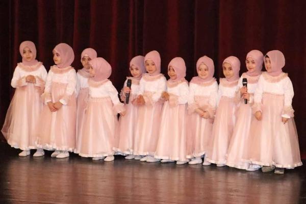 Kur'an'ı öğrenen miniklere diplomaları verildi