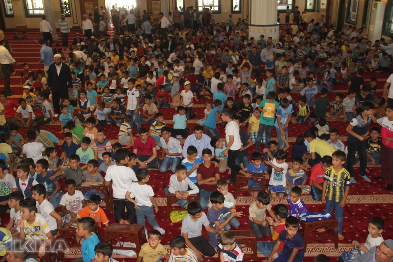 Yüzlerce çocuğun Kur`an öğrenme heyecanı başladı