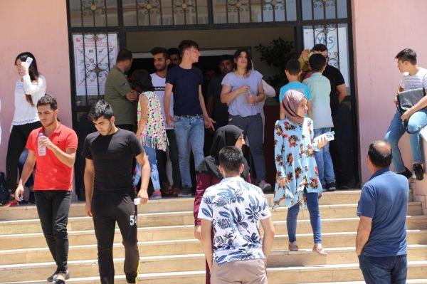 YKS`ye giren öğrenciler duygularını paylaştı