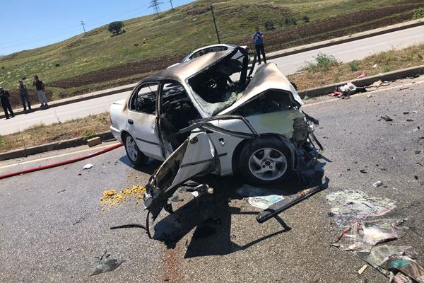 Sivas`ta iki otomobil çarpıştı: 4 ölü, 4 yaralı