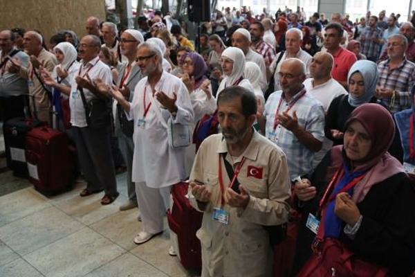 İlk hac kafilesi İstanbul`dan uğurlandı