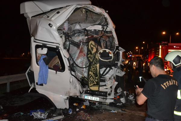 Zincirleme kaza: 2 kişi yaralandı