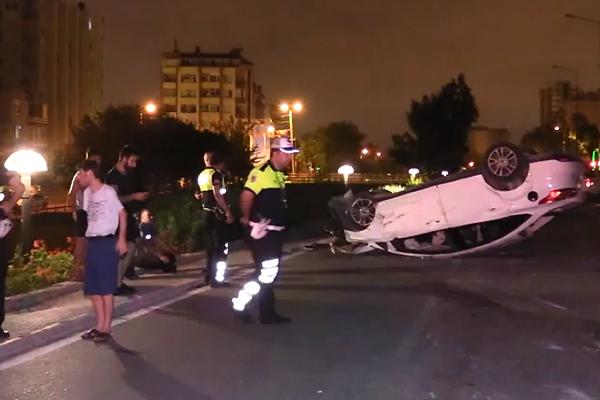 Elektrik direğine çarpan otomobil devrildi: 1 yaralı