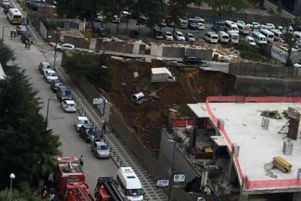 Ümraniye`de duvar çöktü! Araçlar çukura düştü -2
