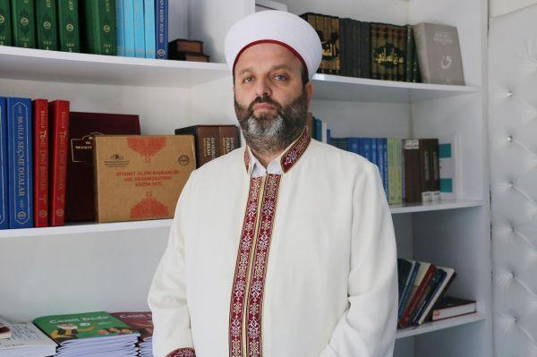 'Kur'an'ın indiği şehirde hacılara Kur'an-ı Kerim'i öğretiyoruz'