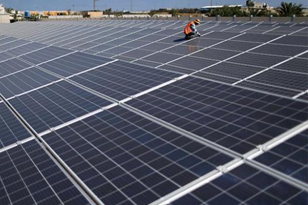 Filistin'de çatı ve tarlalara güneş enerji panelleri kuruldu