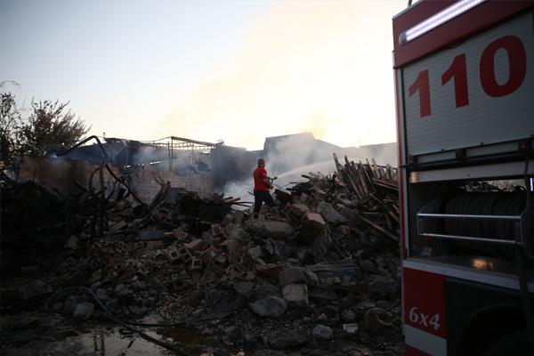 Oduncular pazarındaki yangın söndürüldü