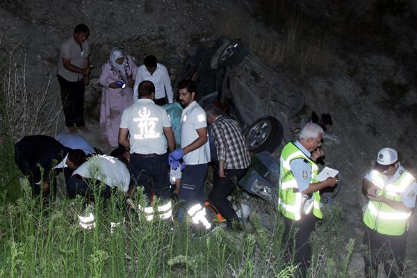 Ankara`da otomobil şarampole devrildi: 6 yaralı