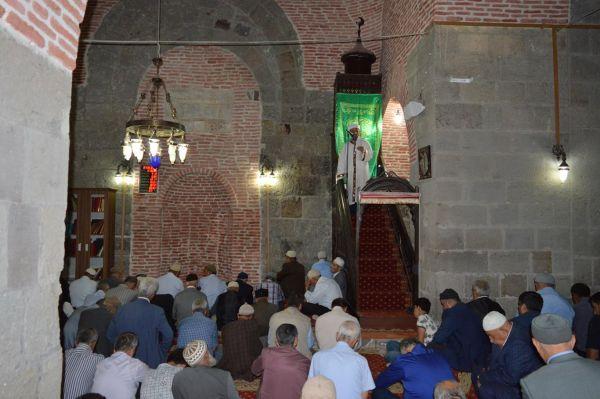 'Hicret, Asr-ı Saadet'te yaşanmış ve bitmiş bir hadise değildir'