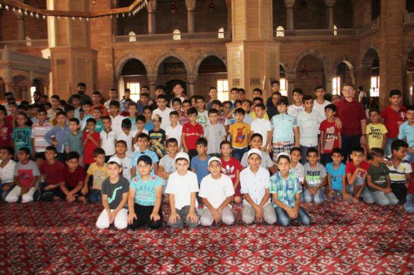 Namaz eğitimi alan çocuklar camide buluştu