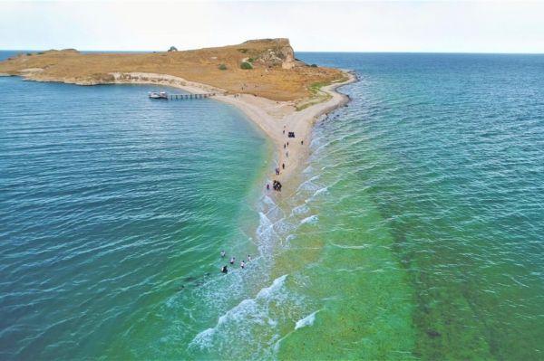 Çarpanak Adası`na su altındaki antik yoldan yürüyüş yapıldı