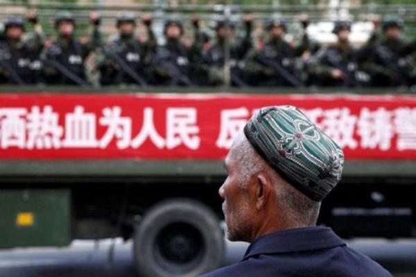 Çin 'gözetim kamplarını' yasallaştırdı