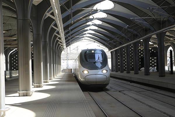 Mekke-Medine arası hızlı tren seferleri başladı