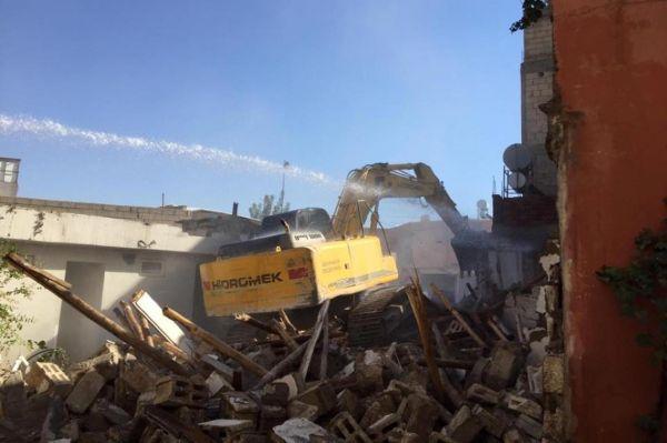 Kentsel dönüşüm kapsamında anlaşma sağlanan yapılar yıkılıyor