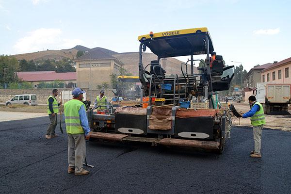 Bitlis Belediyesi yol çalışmalarına hız verdi