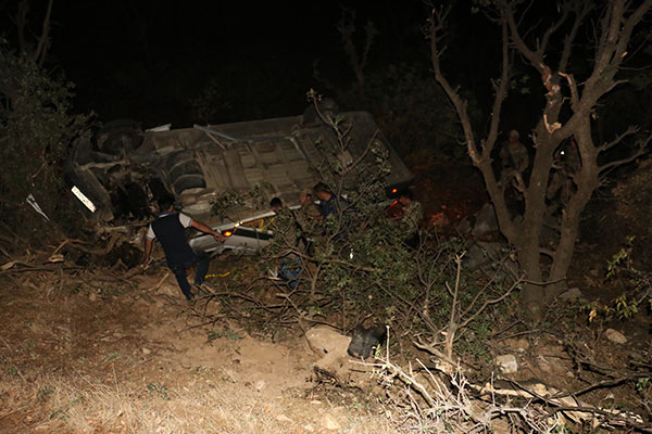 Minibüs şarampole yuvarlandı: 16 yaralı
