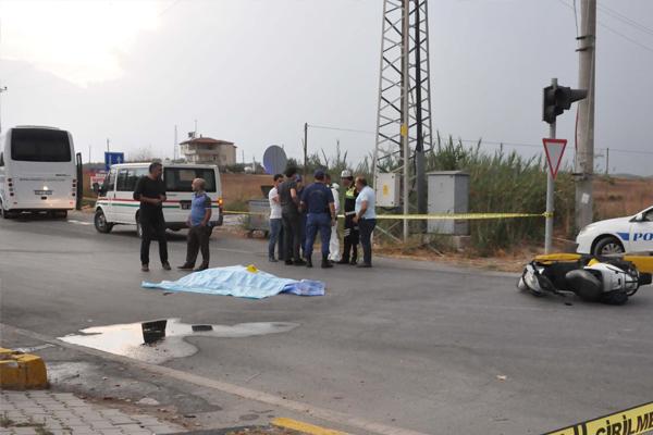 Tur midibüsü motosiklete çarptı: 1 ölü