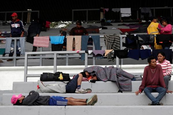 Orta Amerika`dan ABD`ye Yürüyen Göçmenler Meksika`nın Başkentine Ulaşmaya Başladı