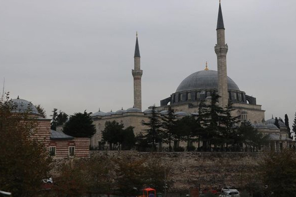 Yavuz Sultan Cami`nin elektriği açıldı