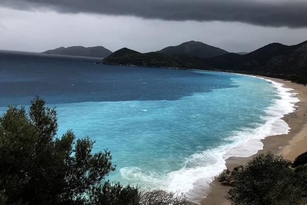 Fethiye`de Denizin Rengi Turkuaza Döndü