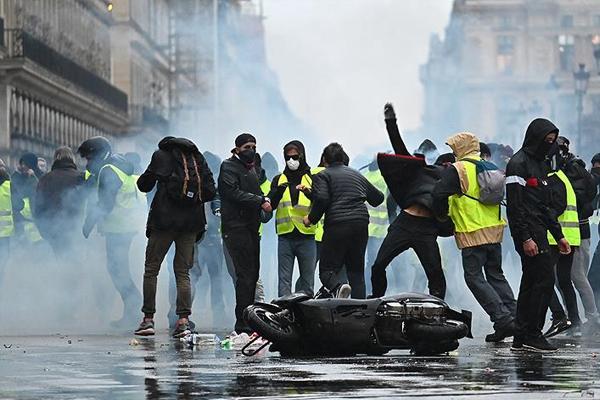 Protestolar bitmek bilmiyor: 32 lise öğrencisi gözaltına alındı