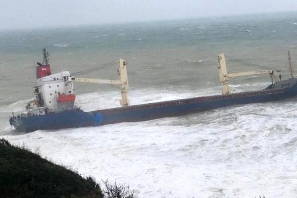 İstanbul`da kuru yük gemisi karaya oturdu