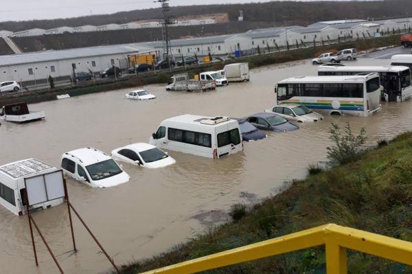İstanbul`da yağış etkili oluyor