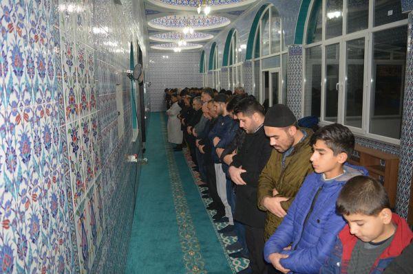 'Müslüman gençler camilerle uyanmalı'