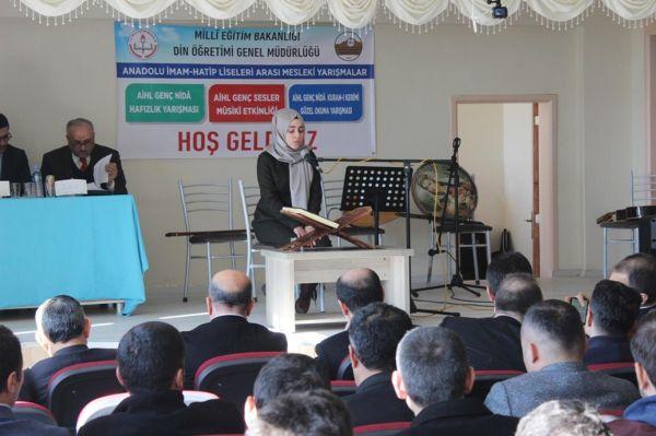 Öğrenciler Kur'an-ı Kerim'i güzel okumak için ter döktü