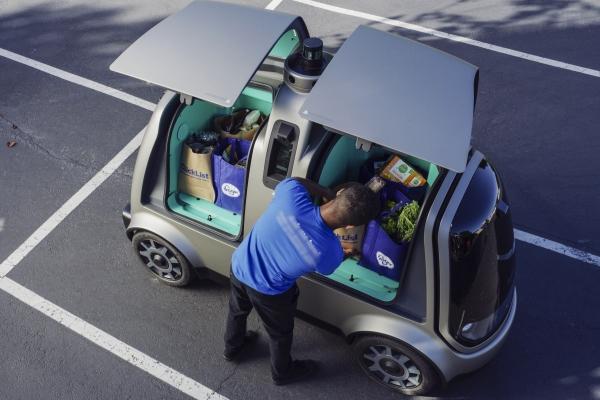 Siparişleri teslim eden sürücüsüz araç