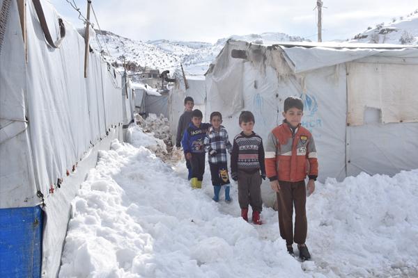 60 bin Suriyeli hayatta kalma mücadelesi veriyor - 1