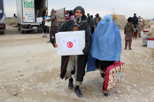TDV`den Afganistan`daki savaş mağduru ailelere yardım