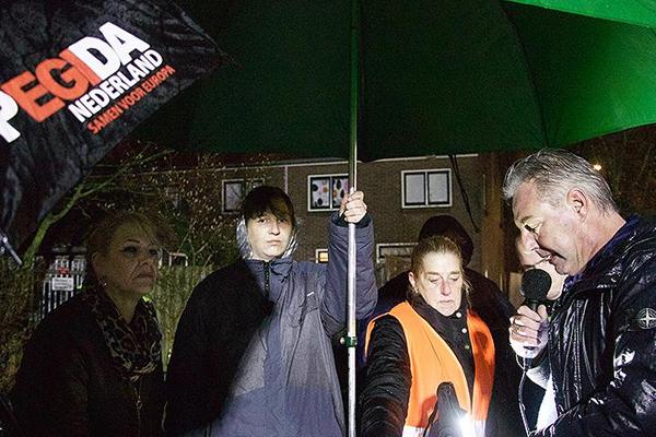 Hollanda`da cami önünde provokatif `İslam karşıtı` gösteri