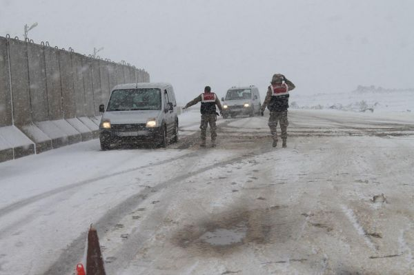 Viranşehir-Diyarbakır yolu trafiğe kapatıldı