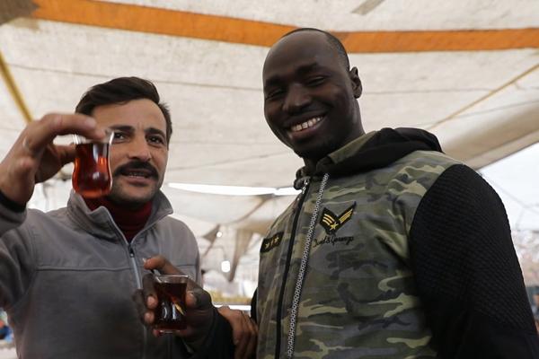 Pazar esnafının göz bebeği Burkina Fasolu Mustafa