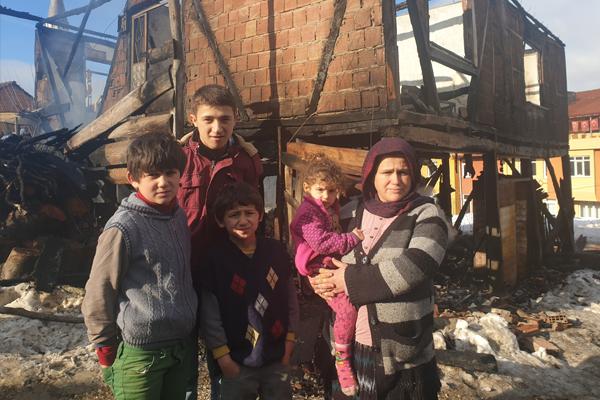6 kişilik aile yangından son anda kurtuldu