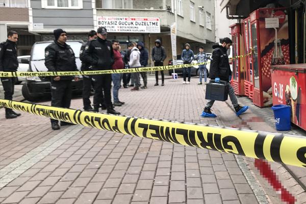 İstanbul Zeytinburnu`nda bir kişi silahla öldürüldü.