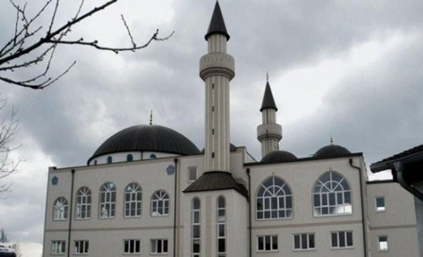 ingilterede camiye saldırı