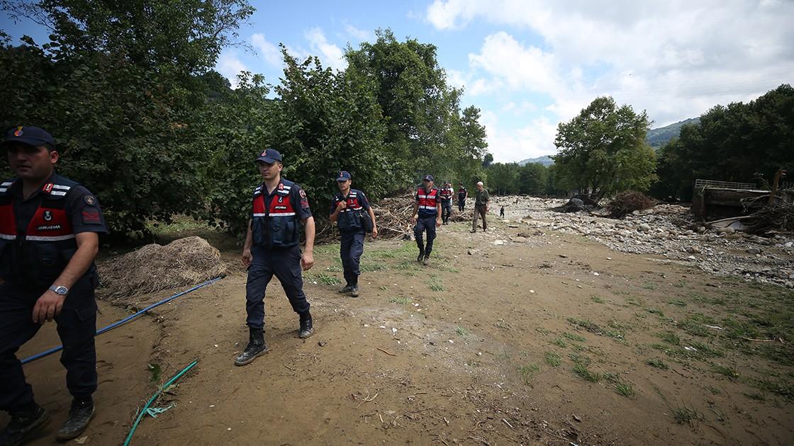 Selde 7 kişi kaybolmuştu! Birinin cesedi bulundu