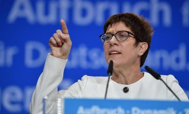 Almanya`da merkez siyaset iyice sağa yöneldi