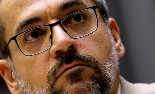 """Brezilya Eğitim Bakanı """"Koronavirüs, Çin'in dünyayı ele geçirme planı"""""""