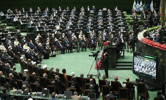 İran'ın yeni Cumhurbaşkanı Reisi yemin ederek görevine başladı