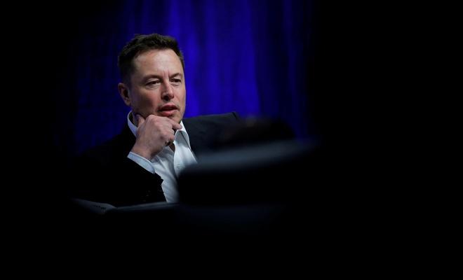 Elon Musk'tan iki yenilik açıklaması