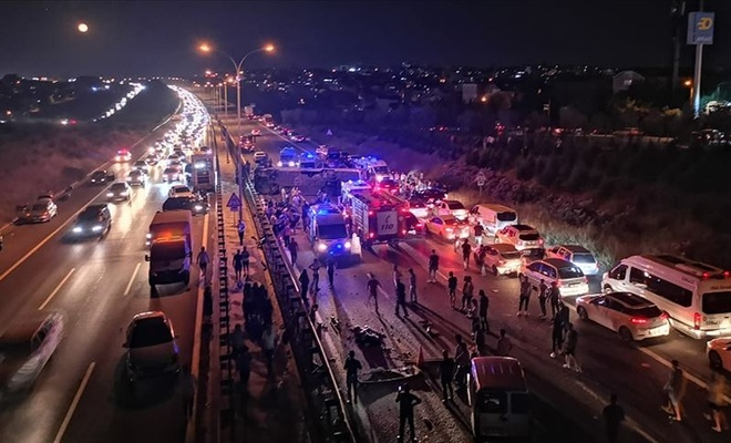 Kocaeli'de yolcu otobüsü devrildi: 1 ölü, 17 yaralı