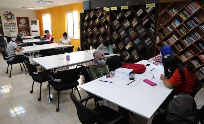 Artuklu Belediyesi gençleri üniversiteye hazırlıyor