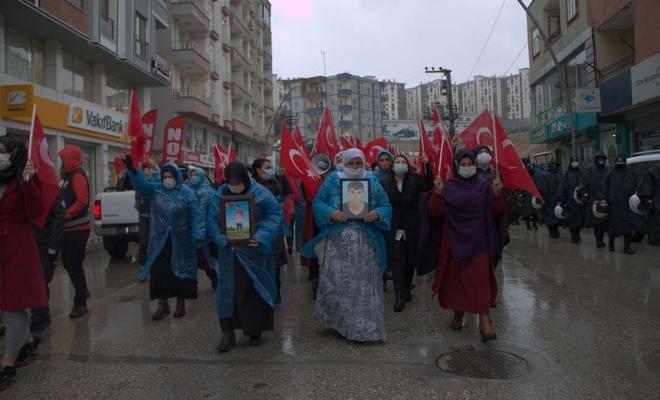 Evlatları PKK tarafından kaçırılan Şırnaklı annelerden Diyarbakır annelerine destek