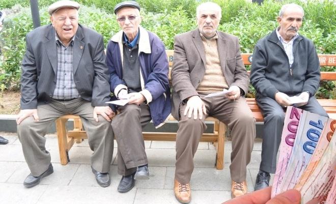 """Emekliler """"kira ve yakacak yardımı"""" istiyor"""