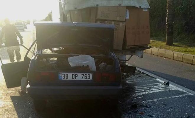 Antalya'da otomobil kamyona çarptı: 1 ölü
