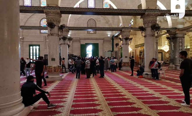 Zionist forces, settlers defile Aqsa Mosque, assault Muslim worshipers